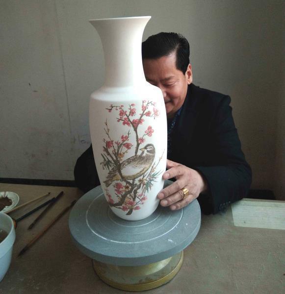 陶瓷艺术×书画品格,国家一级工艺美术画师凌建平笔尖的山水情韵