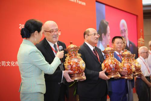 景泰蓝《财富尊》全球首发仪式在京举办