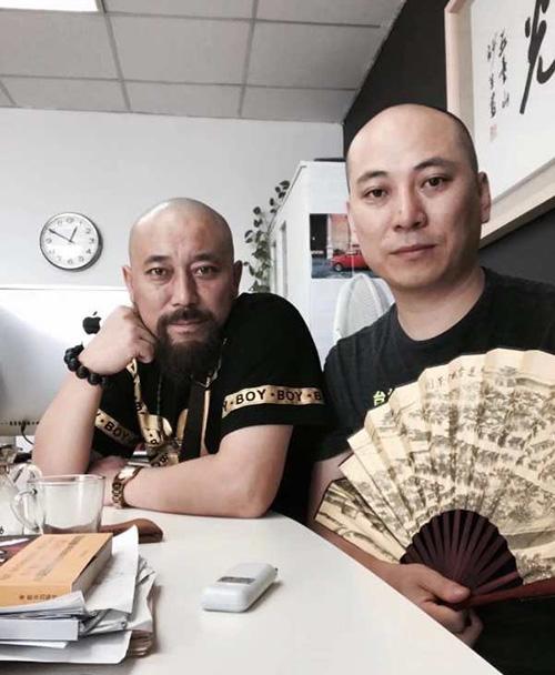 導演,畫家王興君與著名導演史建偉先生在一起