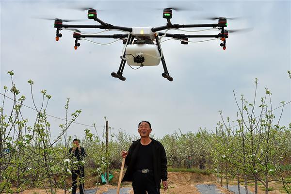 """推动农业""""智能化"""" 植保无人机体现多元价值"""