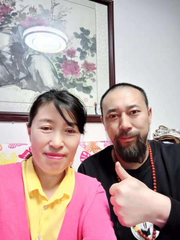 王桂英与导演王兴君合影
