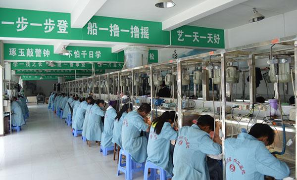 腾冲市翡翠加工基地 精于设计 重于研发