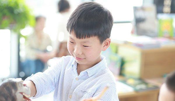 家庭教育的目标是要让孩子有能力获得幸福