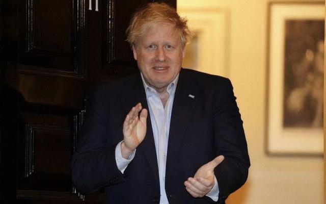 英国首相病情恶化住进ICU,上千美军被感染