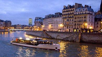 浪漫的塞纳河夜景