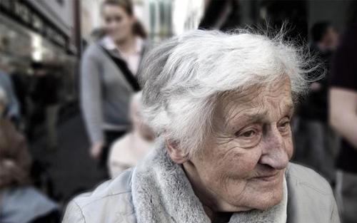 """关注阿尔茨海默病 """"从容面对,不再回避"""""""