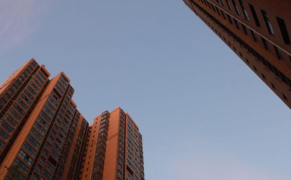 """坚持""""住""""的属性 完善房地产金融管理"""