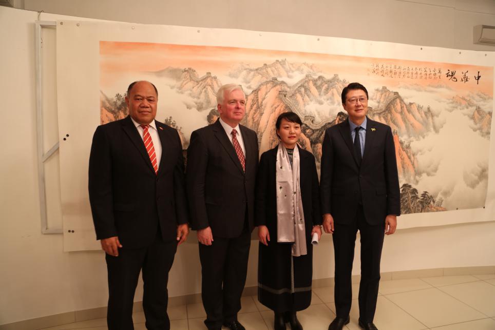 童艳杰在斯洛伐克大使馆举办画展,尽显中国艺术家的国际担当