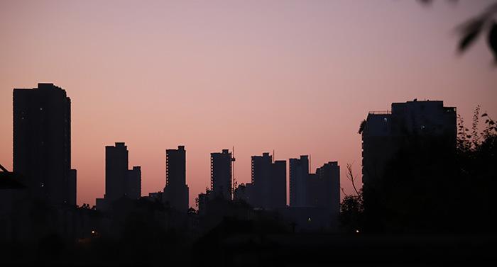 土地市场成交活跃 房企融资不可任性