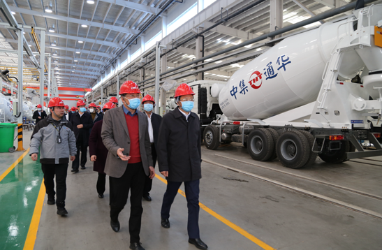 扬州市四套班子领导参观中集通华数字化罐车工厂